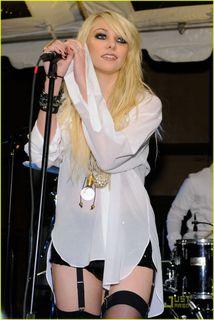 Taylor-momsen-garter-girl-05